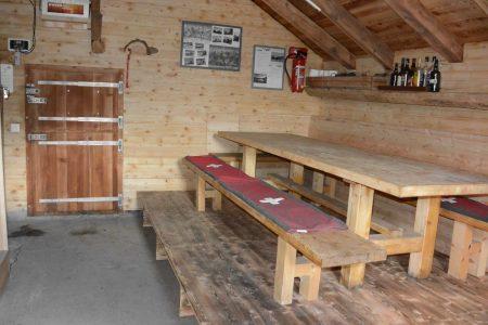 Moos-Alphütte Tisch